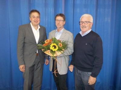 V.l.n.r.: Bürgermeister Hans-Christian Lehmann, Dieter Vollmer, neuer Fraktionsvorsitzender Dirk Bube (Foto: Gemeinde Windeck, Sarah Poppek)